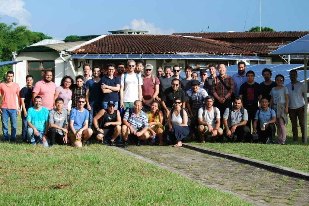 Off-grid Microgrid workshop mentors and participants at the GEDAE lab. Photo credit: Kleber Lima.